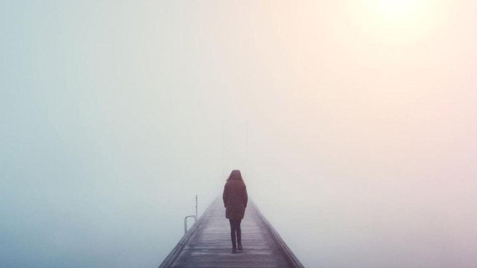 Pessoa em uma ponte