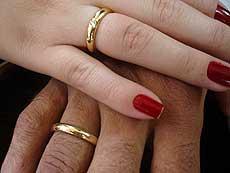 mãos anéis